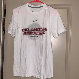 OU basketball t-shirt